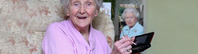 """Kathleen """"Kit"""" Connell är nyligen 100 år fyllda. Hon spelar Nintendo DS dagligen."""